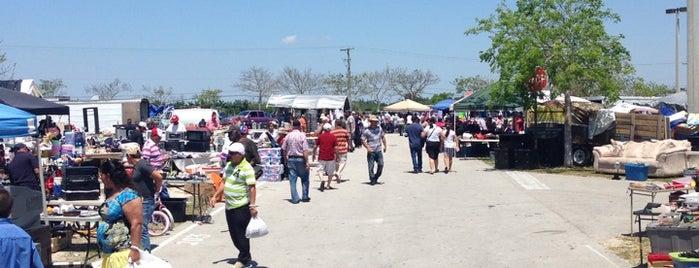 Redland Market Village Bargain Town is one of shopaholic.