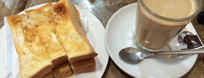 Pastelaria Flor de S. Brás is one of Cafés.