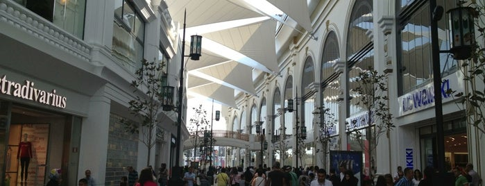 İsfanbul Alışveriş Caddeleri is one of Shopping Centers.