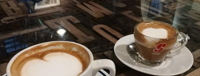 Hemingway Cafe is one of Italie — Restos 2.