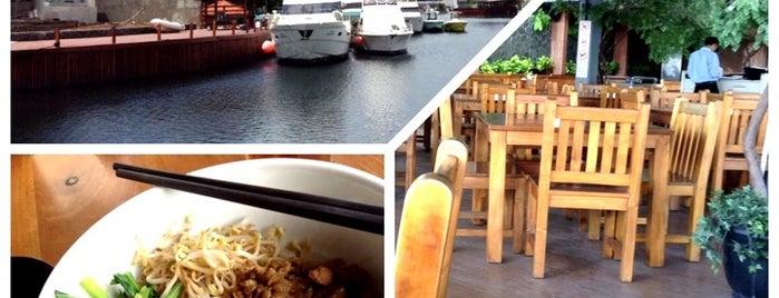 Cafe Dermaga (Bakmi Sakaw) is one of Tempat Makan Enak.