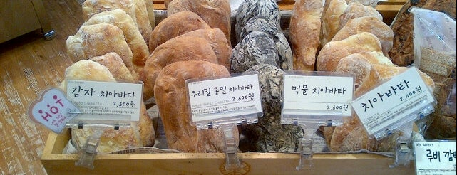 Kyo BAKERY is one of 빵.