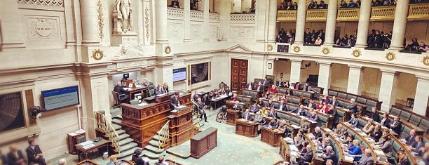 Belgian Federal Parliament is one of Lieux Courants.