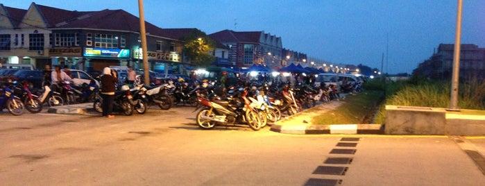 Pasar Malam Taman Universiti is one of PARIT RAJA.
