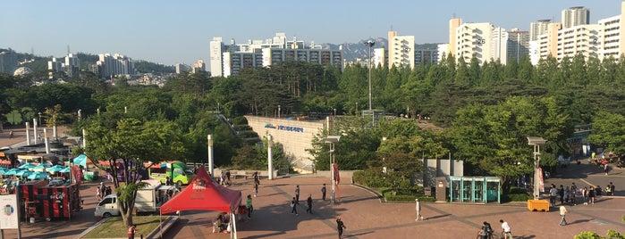 월드컵경기장역 is one of 마포구.