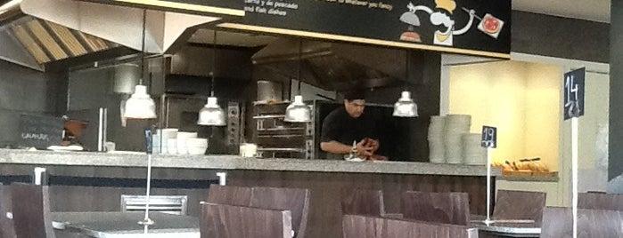 Gilda Casual Restaurant is one of Lugares donde encontrarme.