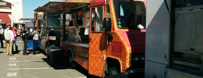 HiYaaa Roll is one of Food Trucks.