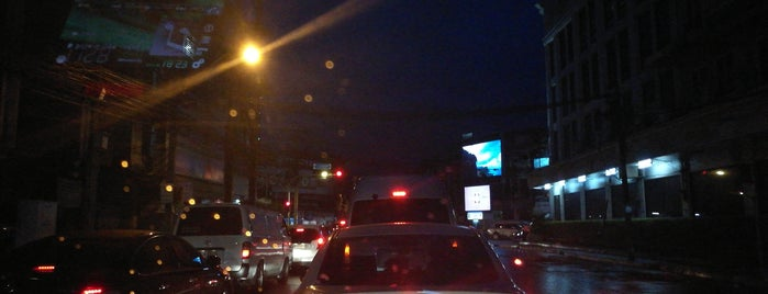 Pracha Uthit Intersection is one of ถนน.