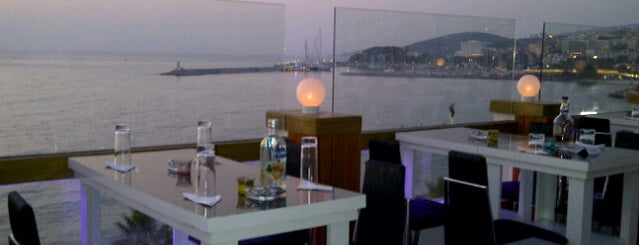 Roof Cafe Bar is one of kusadasi.