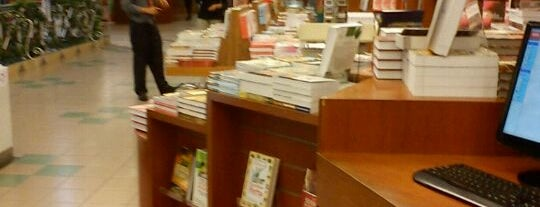 MPH Bookstore is one of Berburu Buku @KL.