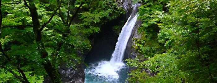 大釜の滝 is one of 日本の滝百選.