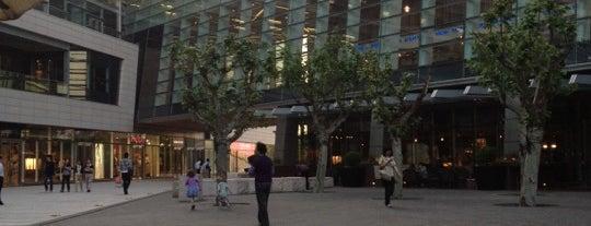 Kerry Parkside is one of Foodie Love in Shanghai.