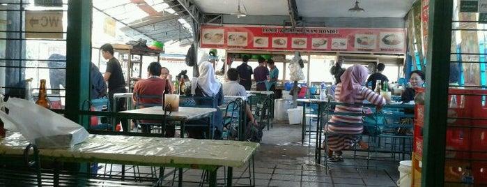 Lomie & Bakmi Imam Bonjol is one of Bandung Kuliner.