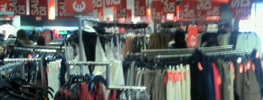 H&M is one of Best Shopping in Rome.
