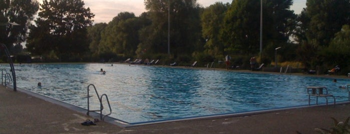 Freibad Lörick is one of Best sport places in Düsseldorf.