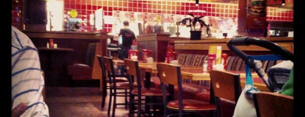 Red Robin Gourmet Burgers is one of Favorite restaurants.