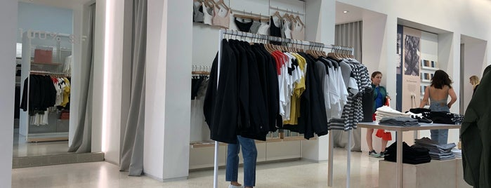 Everlane is one of San Francisco.