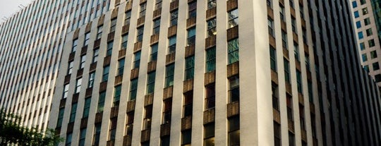 The Daily News Building is one of Architecture - Great architectural experiences NYC.