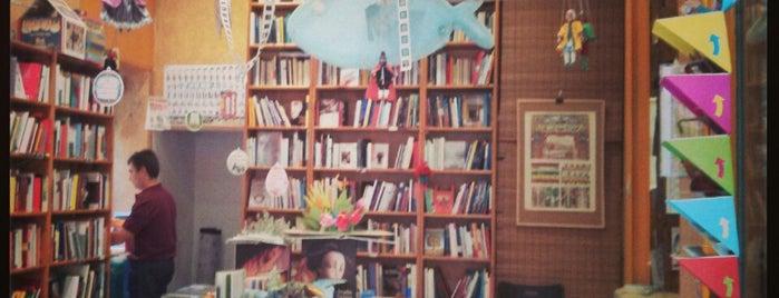 Tres Rosas Amarillas is one of Entre libros.