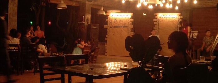 Chez Xuân Restaurant Garden Bar & Grill is one of Venues in Hanoi for live music.