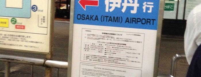 新阪急ホテル 空港バス乗り場 UM1 is one of ?8.