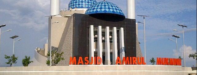 Masjid Amirul Mukminin (Masjid Terapung) is one of 😍mks.
