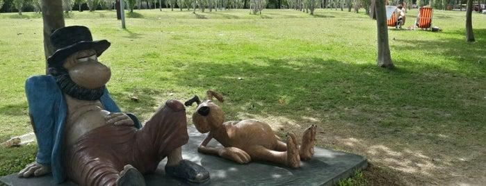 Monumento a Diógenes y el linyera is one of Paseo de la Historieta.