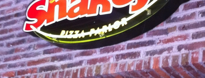 Shakey's Pizza is one of Comida.