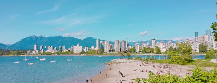 Kitsilano Beach is one of Travel Guide to Vancouver.