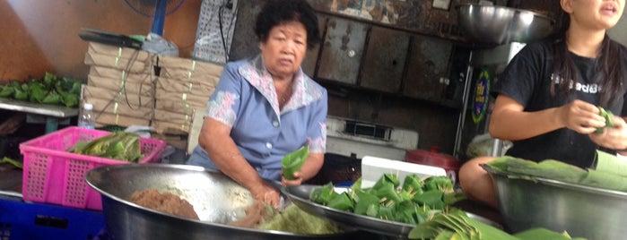 ข้าวเหนียวปิ้ง แม่ประเทือง is one of ครัวคุณต๋อย 2557.