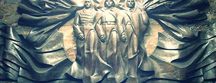 Метро «Красный Проспект» is one of нужные места.