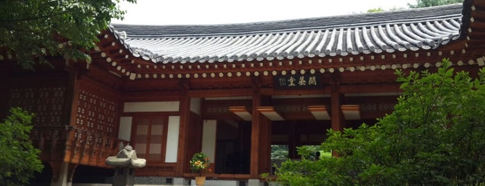 Aryeong-dang / House Management House is one of 이화여자대학교 Ewha Womans University.