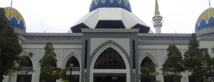 Masjid Kolej Islam Pahang Sultan Ahmad Shah is one of Baitullah : Masjid & Surau.