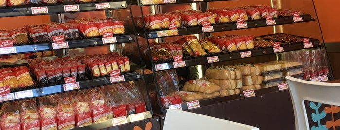 Red Ribbon Bakeshop is one of LA Foodie list.