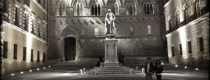 Piazza Salimbeni is one of THE BEST 10 PLACES IN SIENA DO NOT MISS.