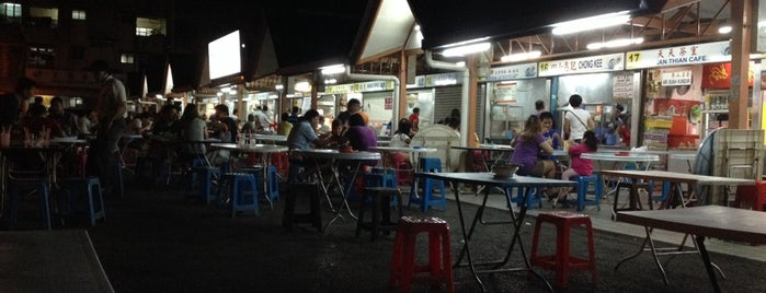 Hui Sing Hawker Centre (辉盛小贩中心) is one of places to eat.