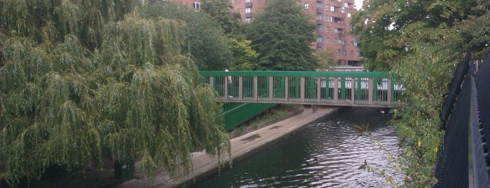 Grand Union Canal (Slough Arm) is one of Top 10 Things To Do In The Borough Of Ealing.