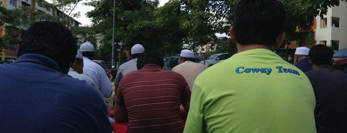 Surau As Salam is one of masjid.