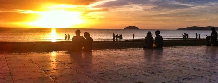Tanjung Aru Beach is one of @Sabah, Malaysia.
