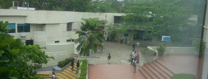 Universidad Tecnológica de Bolívar is one of Aquí Se debería Poder Rayar las Paredes.