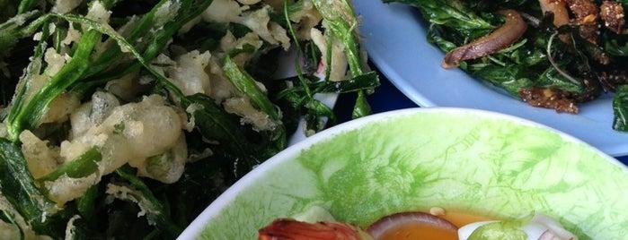 ร้านลาบเป็ด พิณริมโขง is one of Cuisine.