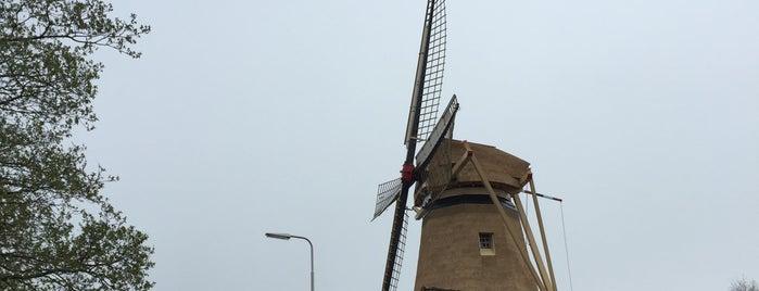 Molen De Hoop is one of Molenroute Hoeksche-Waard.