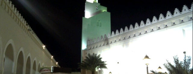 Miqat Abiar Ali is one of Must visit Place and Food in Saudi Arabia.