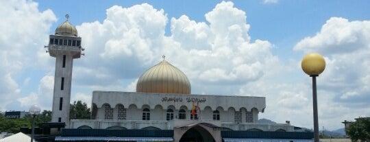 Masjid Jamek Al-Amaniah is one of masjid.