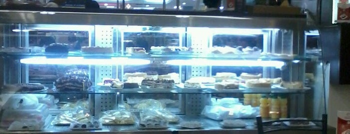 Sabores del Cafe is one of Cafeterias.