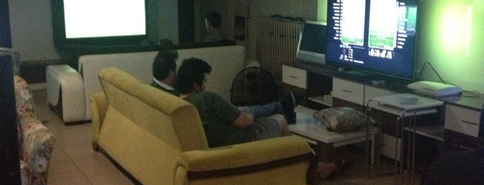 Tan Playstation Cafe is one of Gezdim.