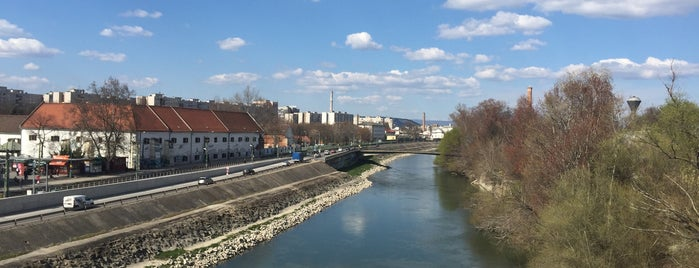 H-híd is one of budapesti hidak.