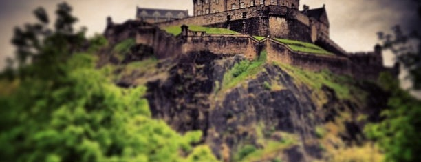 Эдинбургский замок is one of Outdoors.