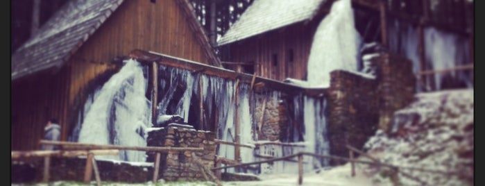 Zlatorudné mlýny is one of Doly, lomy, jeskyně (CZ).