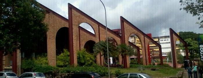Praça de Serviços is one of Campus.